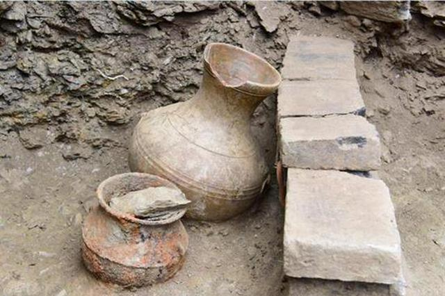十堰郧西发现一处东汉墓葬群 现场发现人骨、牙齿