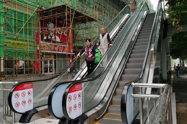 汉口两座人行天桥装上手扶电梯 市民赞不绝口