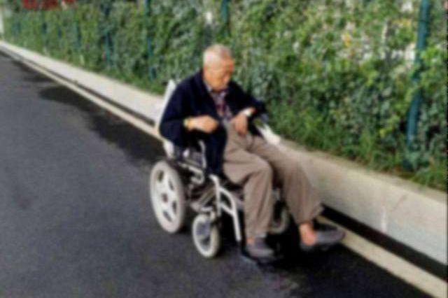 九旬老人偷偷驾轮椅穿过半个城区 只为了看女儿一眼