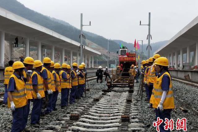 湖北武汉至十堰高铁全线铺轨完工 将于今年底通车