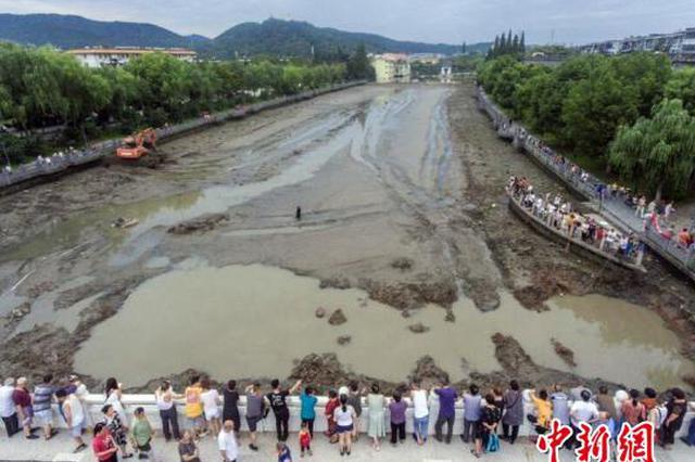 湖北襄阳:千年护城河清淤见底 改造后可环河泛舟