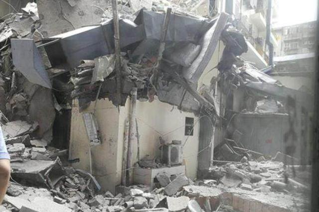 武汉一大楼部分坍塌 原因初步认定为内部装修破坏房屋结构