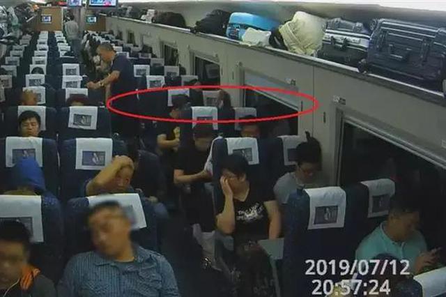 31岁工程师火车上对美女干这事 被抓后下跪求饶