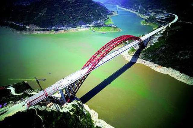 秭归长江大桥全线贯通 预计今年国庆节通车