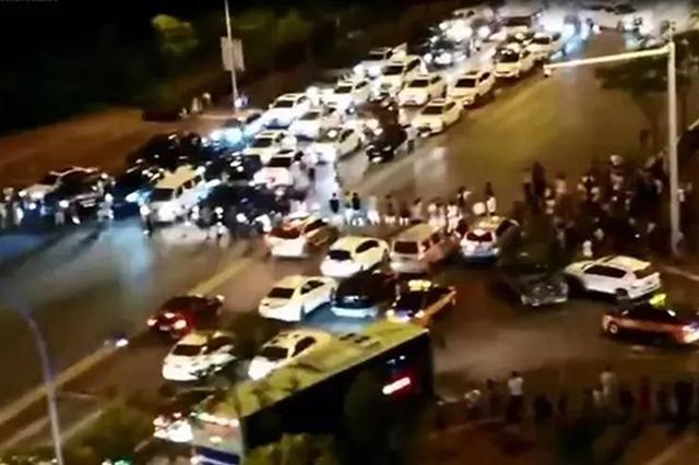 荆门一小区停电后物业经理煽动业主堵路 警方已拘五人