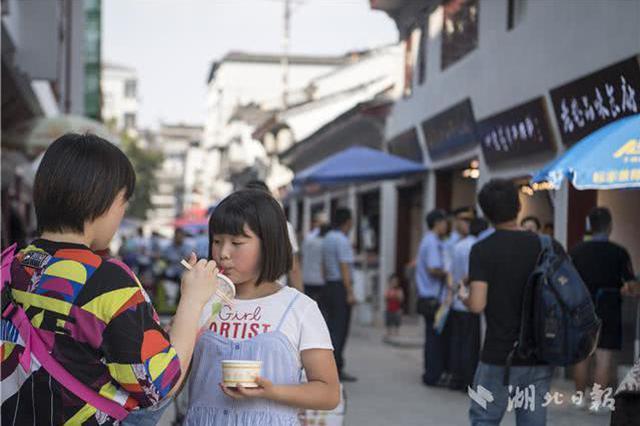 吃货们注意了 武汉户部巷提档升级完成开始试营业