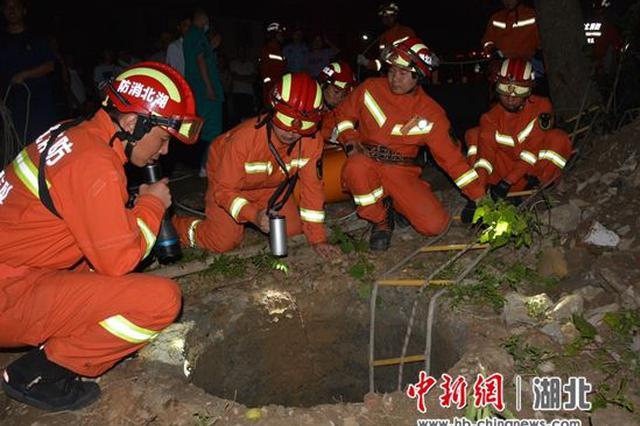 十堰拾荒老人掉入8米深井 消防紧急救援
