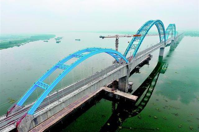 汉十高铁崔家营大桥桥面完工(图)