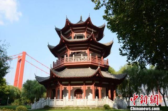 武汉市汉阳江滩又添新地标 观江楼开放试运行