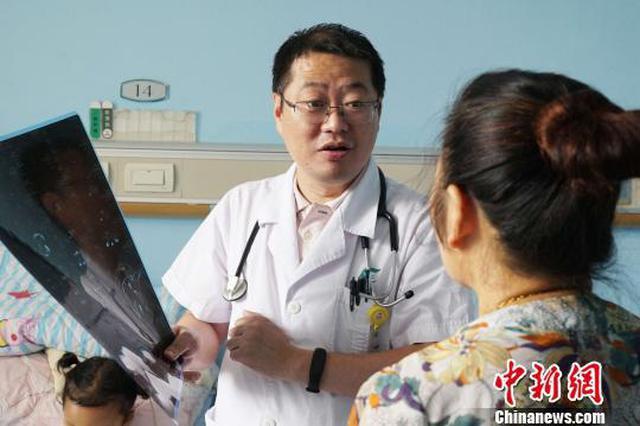 湖北女童患罕见病肉眼可见心跳 3D打印助其重建胸廓
