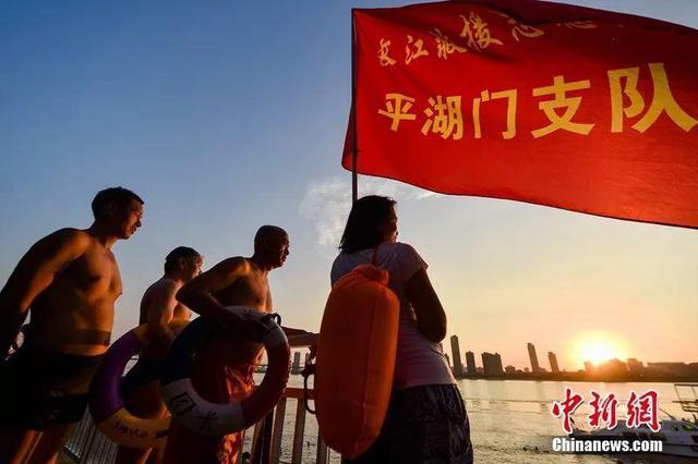 这群志愿者自发值守在武汉长江边 9年救700余人