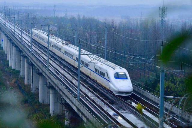 """武汉铁路部门加开273列客车助力""""中秋""""小长假"""