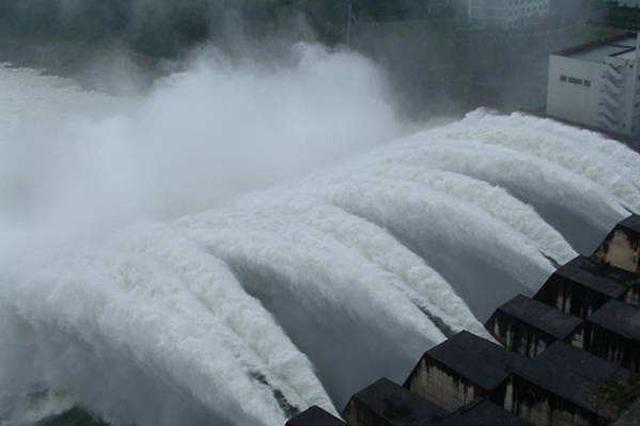 汉江上游持续降雨 丹江口水库今年首次开闸泄洪