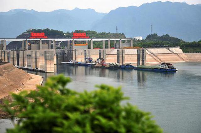"""三峡枢纽今年货运量破亿吨 """"黄金水道""""畅通无阻"""