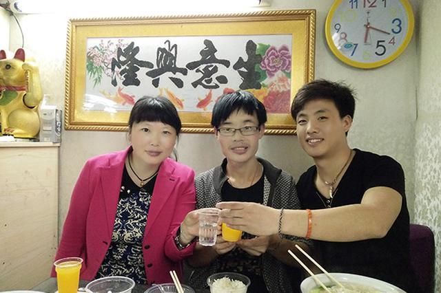 武汉教师王海燕无偿补课15年 卖头发资助患病学生