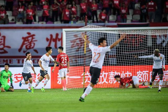 武汉卓尔客场1-0战胜广州恒大 掀翻中超领头羊