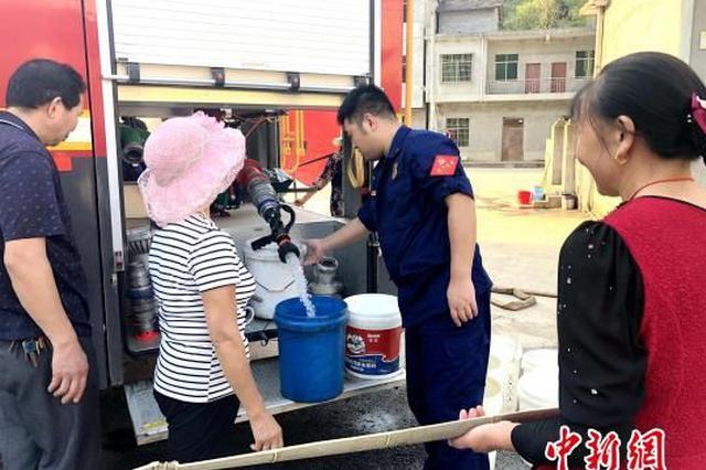 湖北咸宁:天旱无雨村民用水告急 消防送水948吨