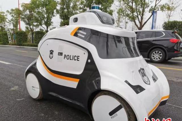 警用无人巡逻车亮相武汉 投入军运会赛事安保(图)