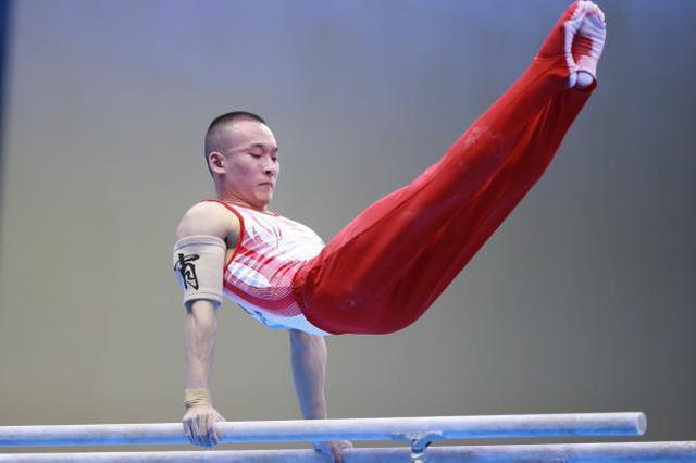 中国选手包揽军运会体操男子个人全能冠亚军