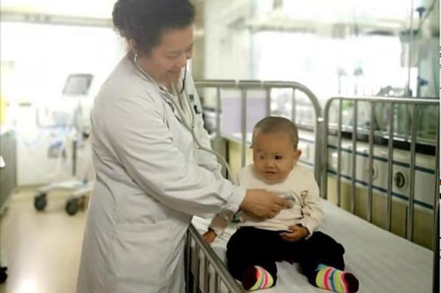 幼儿被马蜂蛰伤致多器官衰竭 10余天昼夜急救抢回性命