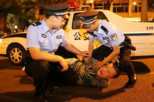 男子阻碍民警执法 脚踢现场处置民警和辅警被刑拘