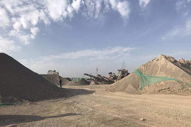 武汉一碎石厂疑违规在社区内运营数年 环境部门将调查