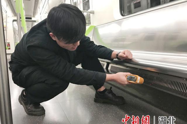 """寒潮来袭 武汉地铁列车开启""""取暖模式"""""""