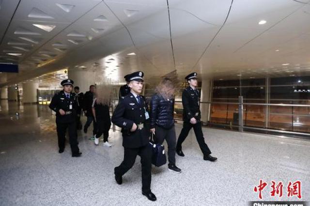 民警联手家属真情感化 湖北两涉黑嫌疑人回国自首