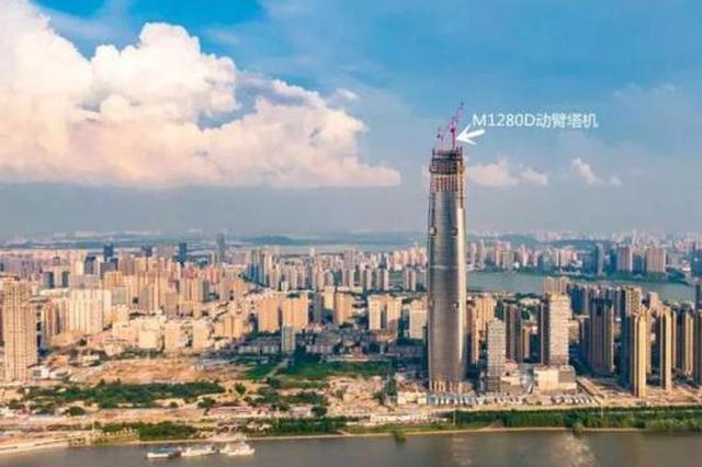 武汉绿地中心98层钢结构已封顶 净高467米