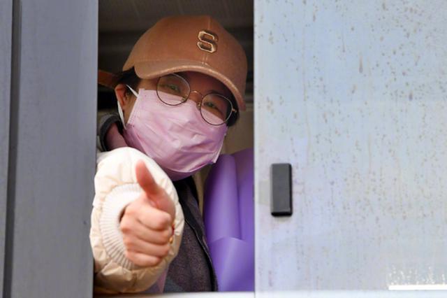 8天治愈!火神山医院首批7名新冠肺炎确诊患者出院