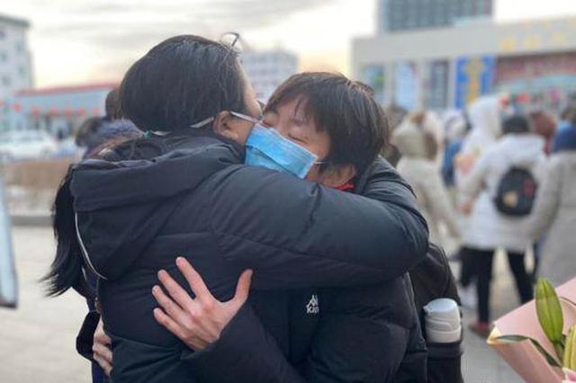 内蒙古一天派出两支医疗队共122人驰援湖北