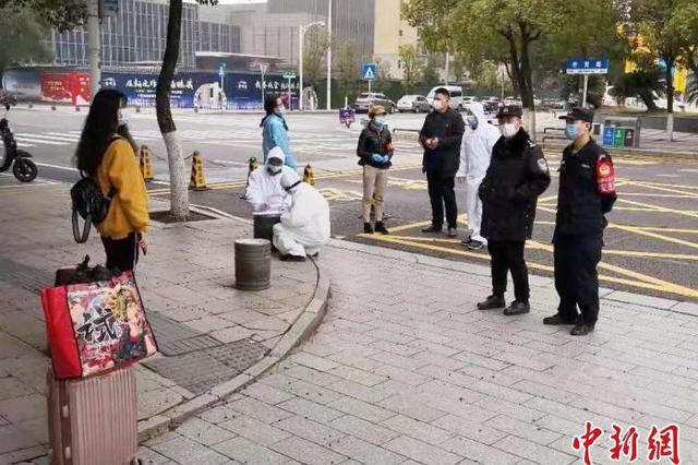 温暖!湖北女孩孤身流离南昌 公安民警帮她渡过难关