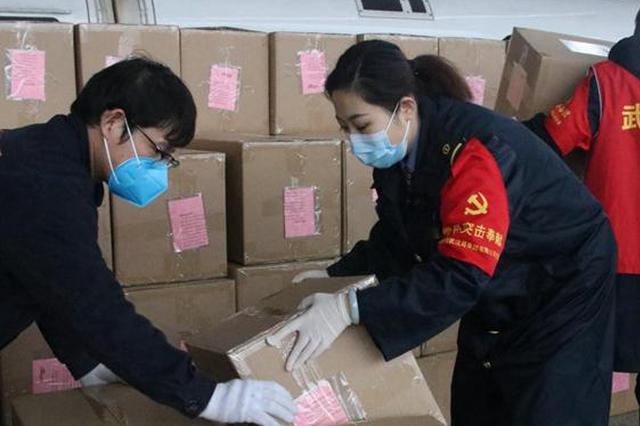 """武汉站值班站长贾青青:高铁站里的""""搬运工"""""""