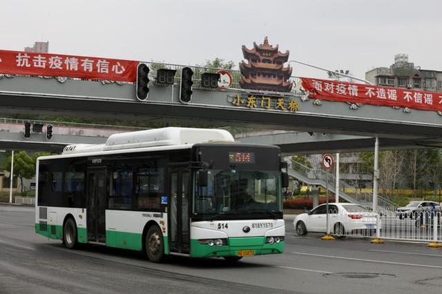 乘坐公交须实名登记 未扫码工作人员有权拒绝其上车