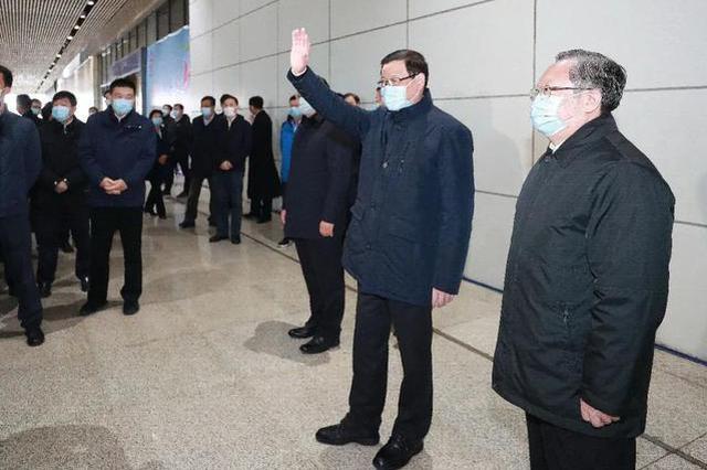 湖北省外首列终到武汉列车抵达 省委书记专程接站