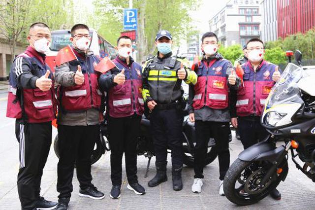 为7000+白衣战士护航 武汉交警迎来最密护送日