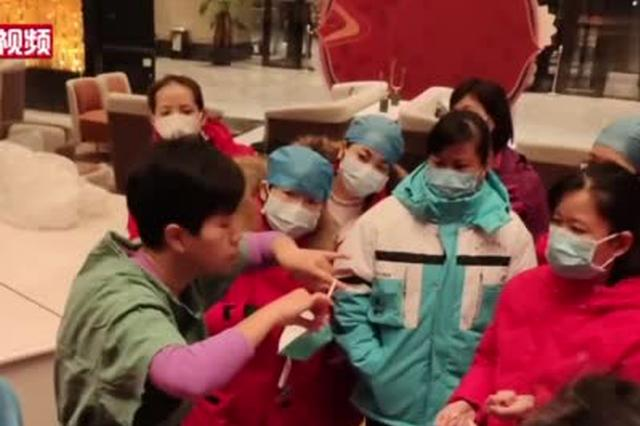 """广西援助湖北护士离家两月被1岁女儿喊""""阿姨"""""""