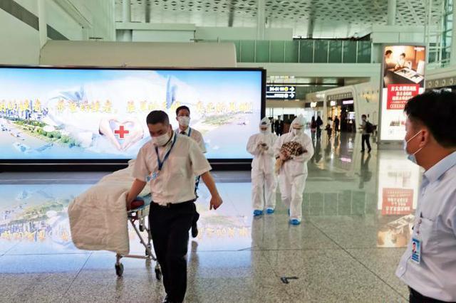 孕妇登机口突然临盆 机场医护救治及时母子平安