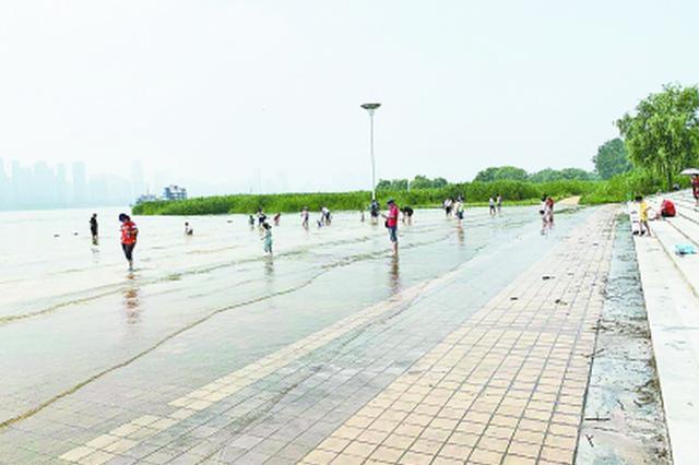 长江武汉关进入25米设防水位