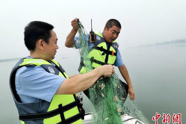 湖北襄阳重拳打击非法捕捞 保护汉江水域生态