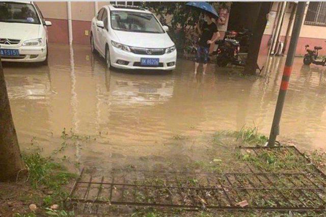 武汉市普降暴雨 一男子在社区意外触电身亡