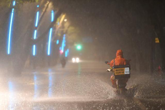 武汉普降大暴雨 多个易渍水点均未现明显渍水