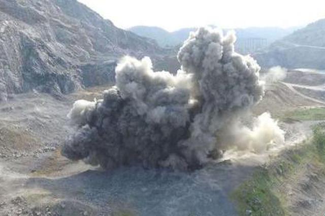湖北安陆警方安全销毁一枚航空子母弹(图)