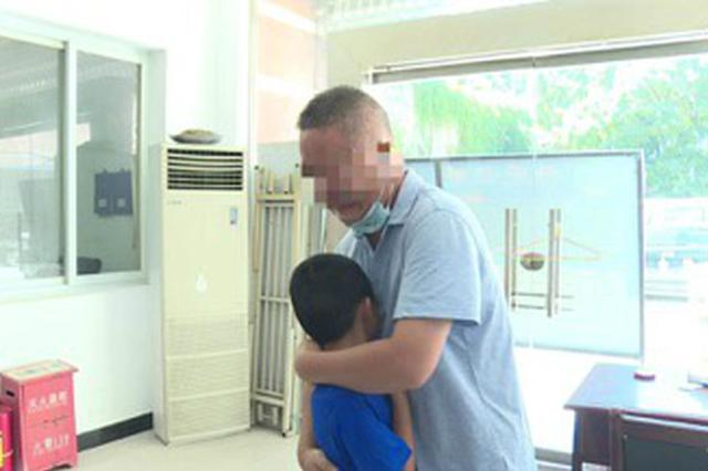 男子将有自闭症的6岁孙子带至重庆遗弃 被警方警告