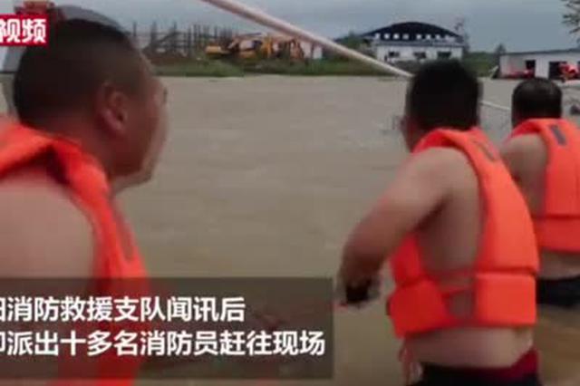 湖北襄阳河水上涨围困工棚 消防救出15名工友