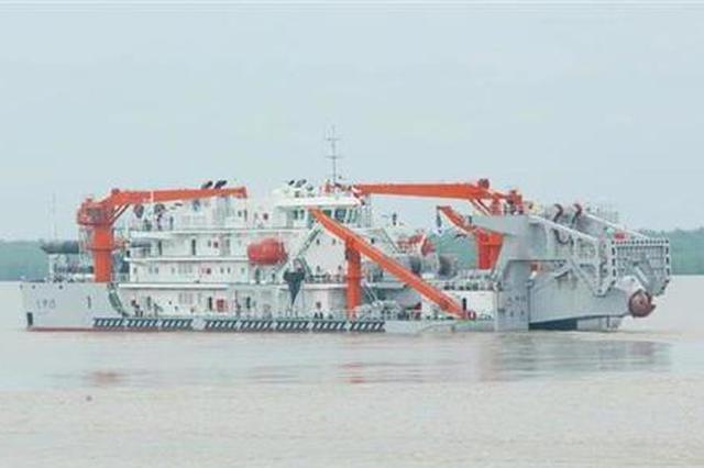 武船造国内最大铲斗挖泥船离厂进行挖泥试验