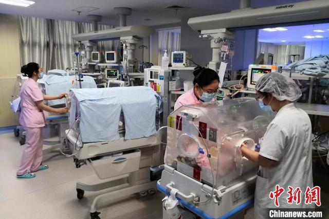 湖北宜昌产妇诞下罕见龙凤四胞胎