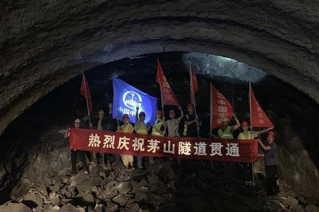 """保神高速首条长大隧道贯通 湖北力争年底""""县县通高速"""""""