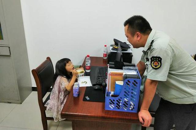黄陂城管帮助走失小女孩重回母亲怀抱