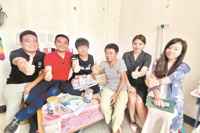 武汉一高校跨越千里送善款 鼓励新生战胜病魔